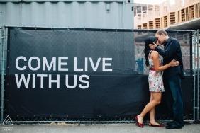 Seattle, WA Pre-bruiloft portretten | Creatieve betrokkenheid bij bouwplaats in de binnenstad