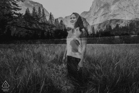 YOSEMITE PARK ENGAGEMENT PORTRAITS IN BLACK AND WHITE
