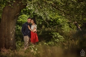 Burnham Beeches, Buckinghamshire | Couple shot in the tree shade