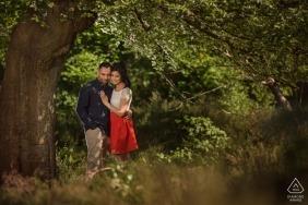 Burnham Beeches, Buckinghamshire | Couple shot in the tree shade