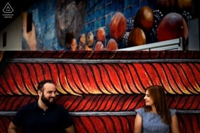 Color between them. | Valladolid Engagement Photograph in Red