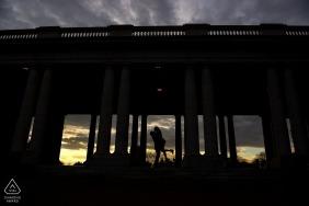 Engagement de Cheesman Park | Photographies de mariage à Denver | Silhouette de la mariée et le marié