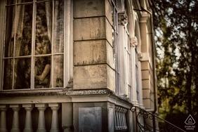 fidanzamento amore da Forte dei Marmi - ritratti di finestre di questa coppia