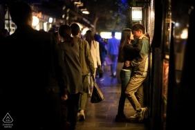 China Pre-Wedding Engagement Portraits von den belebten Straßen