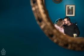 Elora, sessão de retrato de Ontário - os amantes de café no Canadá refletida no espelho