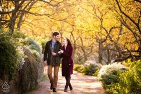 Betrokkenheidsfoto's Chicago, IL | een pre-wedding Autumn Stroll in het park