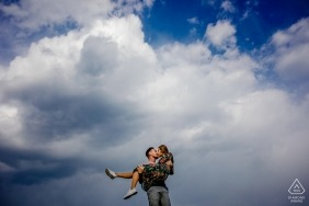 Foto tirada durante a sessão de retratos de noivado em Recas, Romênia