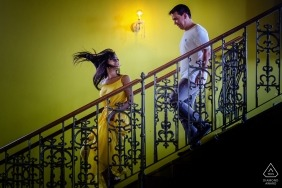 Casarão Serra do Ouro Pré-wedding portrait photo shoot with a couple coming down on the indoor stairs