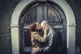 Bolano Love portrait session   pre-wedding photos   a kiss on the head