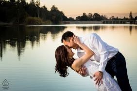 Vasona See, Los Gatos Verlobungsportrait | Bei Sonnenuntergang taucht er seine Verlobte in der Nähe des Sees ein