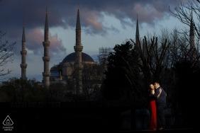 Sessão de foto de Istambul de compromisso na mesquita azul ao pôr do sol