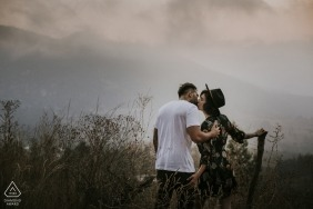 A couple kiss in the middle of a field on a foggy day during this Istanbul engagement shoot