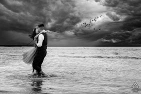 """Miami, FL Fotograf: """"Ostatnie zdjęcie z sesji zaręczynowej przed burzą""""."""