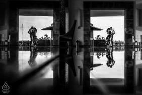 Now Amber Resort, séance de fiançailles en noir et blanc avec reflets à Puerto Vallarta, Mexique