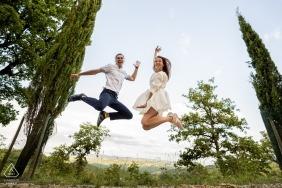 Castellina in Chianti, Siena - Springend verlovingsportret in de bomen!
