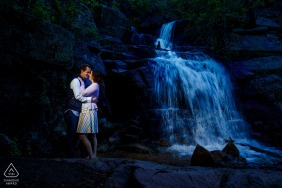 Engagement Portrait Session bei Maxwell Falls