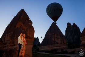 Engaged couple hug in cappadocia, turkey for the engagement photo session