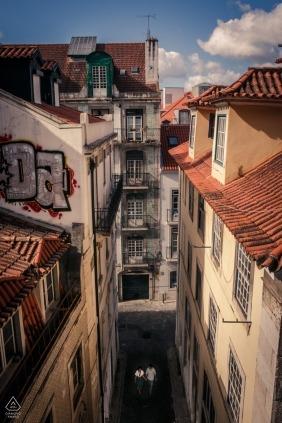Lissabon Alfama Bezirk für obenliegendes Verlobungsporträt