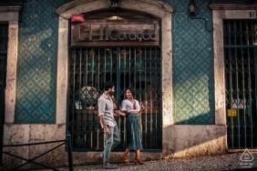 Séance d'engagement de Lisbonne dans les rues au soleil de l'après-midi