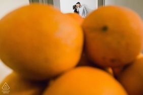 Fujian pre wedding photo shoot of couple behind the oranges