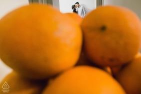 Fujian photo de mariage avant le mariage du couple derrière les oranges