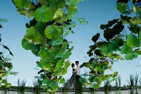 China Engagement pictures using reflections in water