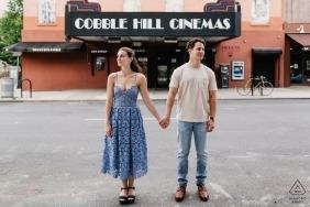 在紐約街頭的訂婚會議 - 布魯克林前婚禮照片