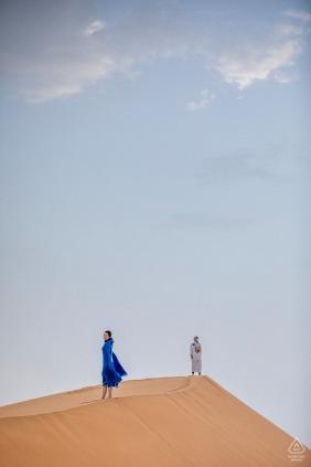 Séance d'engagement du désert du Sahara dans les dunes de sable