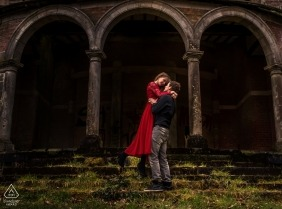 Belgium Portrait Photographer for Pre-Wedding - Loveshoot, in front of the castle.