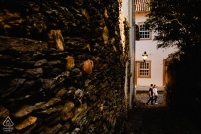 Engagement session walking the streets of Ouro Preto, MG.