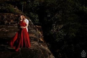 Pirenópolis couple with red dress during Pré-wedding portrait shoot