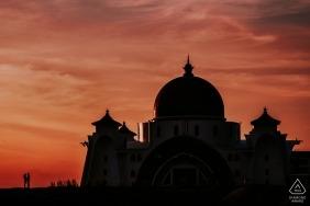 Zmierzch sylwetki zaręczynowy potrait w Melaka, Malezja