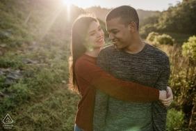 Photos de fiançailles de Sao Pedro da Serra - Portrait contient: couple, embrasse, dehors, style de vie, sourire