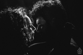 Engagement Photography for Rome - Italy | A kiss in silhouette and black and white