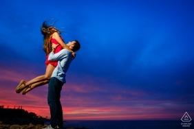 Photographie de fiançailles pour Valence - Portrait contient: coucher de soleil, coloré, couple, ciel, ascenseur