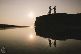 Fotografia De Noivado Em Istambul - A imagem contém: casal andando na pedra