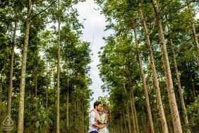 Holambra - São Paulo couple in the woods for pre wedding portraits