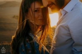Tuscany, Siena engagement photography: the wind in your hair, the perfect sunset