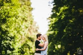 Couple de pré-mariage à Harleston Furs à l'automne