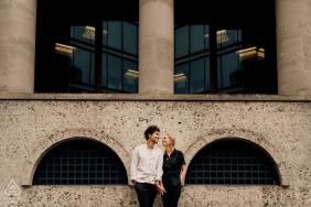 Portrait de couple fiancé déconner à Londres