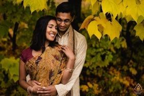 Tournée de fiançailles à Mont-Orford, Québec | Couple aux couleurs d'automne