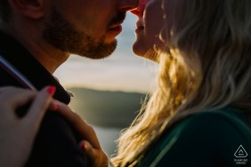 France Couple - Cassis Engagement Session with a couple - Portrait contains:kiss, sunlight, hands, lips