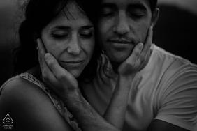 Araba, País Vasco, retratos de pareja en blanco y negro - fotografía de compromiso