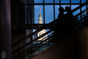 San Franciscoengagement photography - The kiss of the silhouette against blue sky and buildings