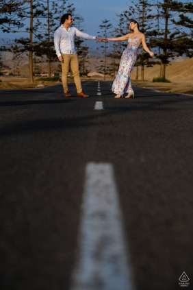 75/5000 Santa Maria - Lima - Peru Road | Portraits of an enaged couple playing along the access road to Santa Maria beach