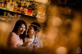 Portraits de fiançailles en palissandre de Phuket - Séance photo de pré-mariage en intérieur