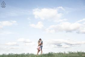 Ritratti di fidanzamento e pre-matrimonio Bertinoro, Italia | Un momento dolce in un'atmosfera di fusione fiabesca.