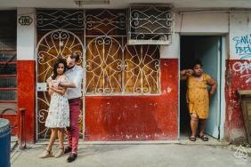古巴红色婚纱照| 夫妻在城市的订婚会议