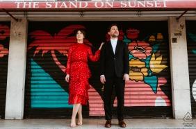 好莱坞,洛杉矶订婚拍摄的一对夫妇冷落在日落大道