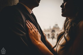 Veneto Venicepre-wedding shooting - Intimate lovers picture with engagement ring
